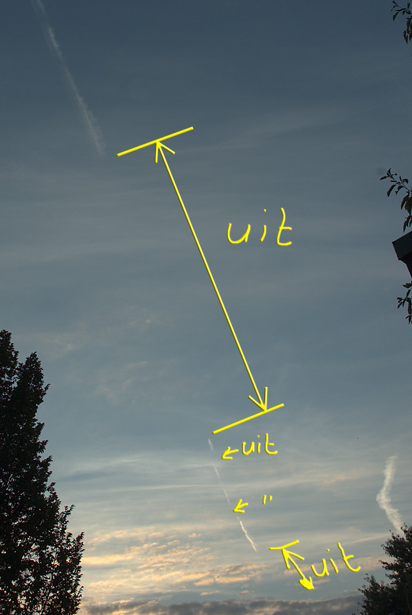 qantas making chemtrails over the netherlands, qantas boeing maakt chemtrails boven nederland